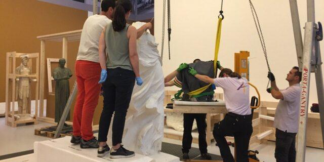 Arrivée de la Victoire de Samothrace pour l'exposition Laboratoire d'Europe